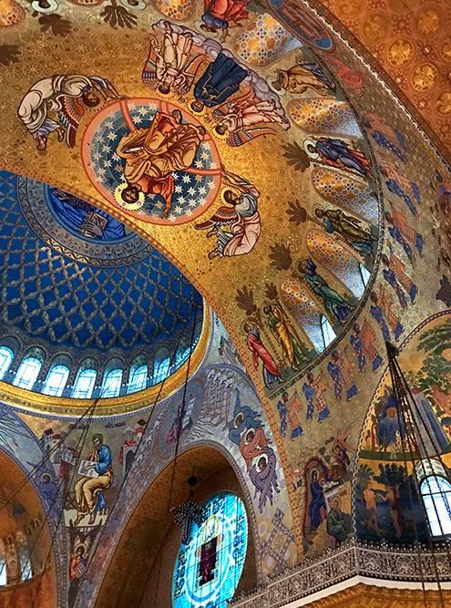 После Никольского морского собора всегда болит шея: стоишь, задрав голову, и рассматриваешь роспись купола