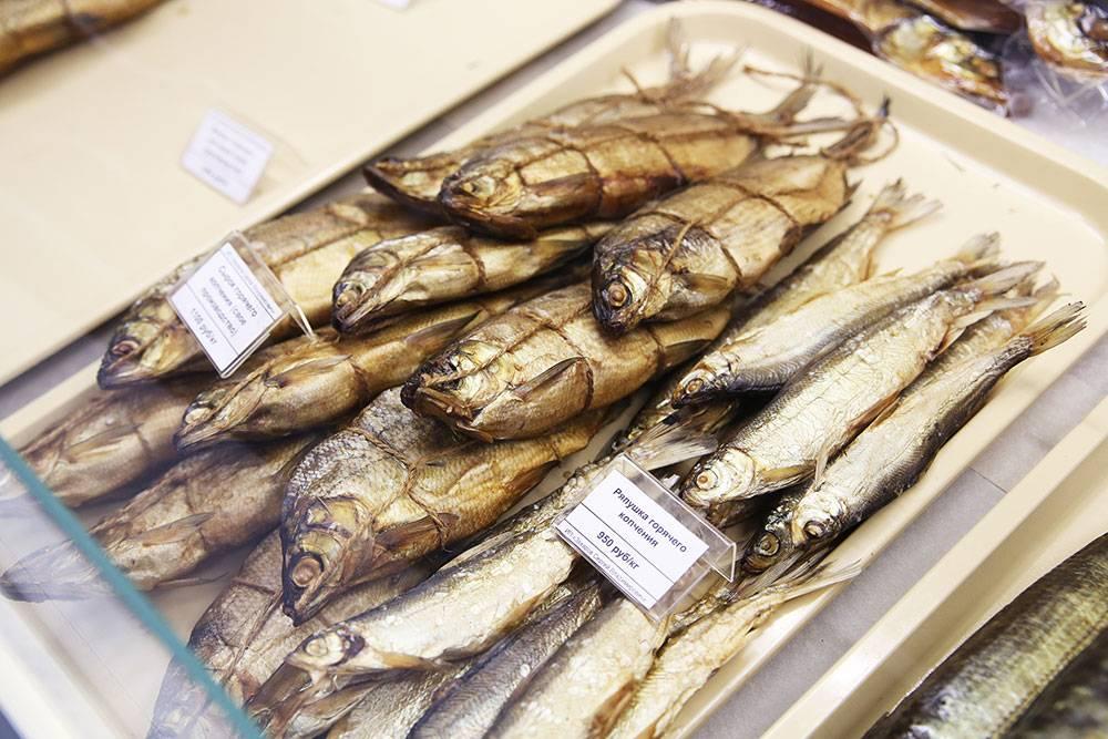 Рыба горячего копчения хранится 72 часа. Чтобы быть уверенным, что ее раскупят, в первое время Сергей делал ее раз в неделю и только по предзаказам. Теперь в магазине всегда есть такая рыба
