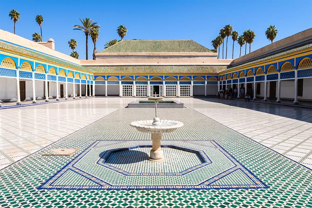На территории дворца расположены фонтаны, сад, мечеть, конюшня и хаммам. Источник: Jon Chica / Shutterstock