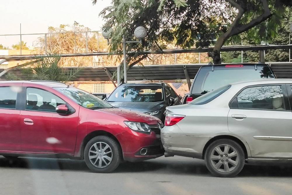 Это не авария, а парковка по-египетски