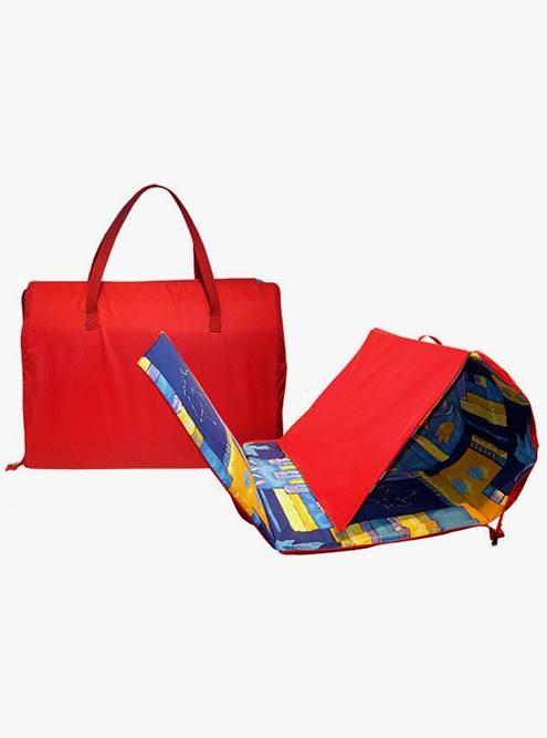 Подстилки, которые складываются в сумочку, тоже оказались неудобными. Они не помещаются в обычную пляжную сумку, а нести что-то еще в руках не хочется. Кроме того, они достаточно толстые и долго сохнут. Источник: extrememarket.ru