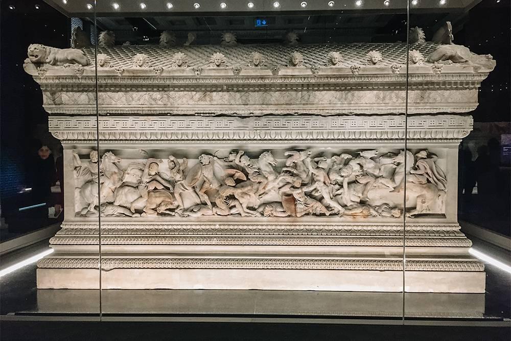 В музее внушительная коллекция саркофагов