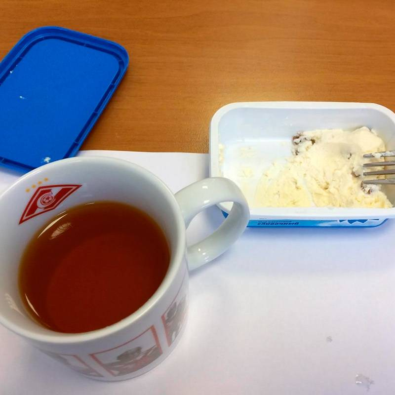 Пью чай с творожной массой