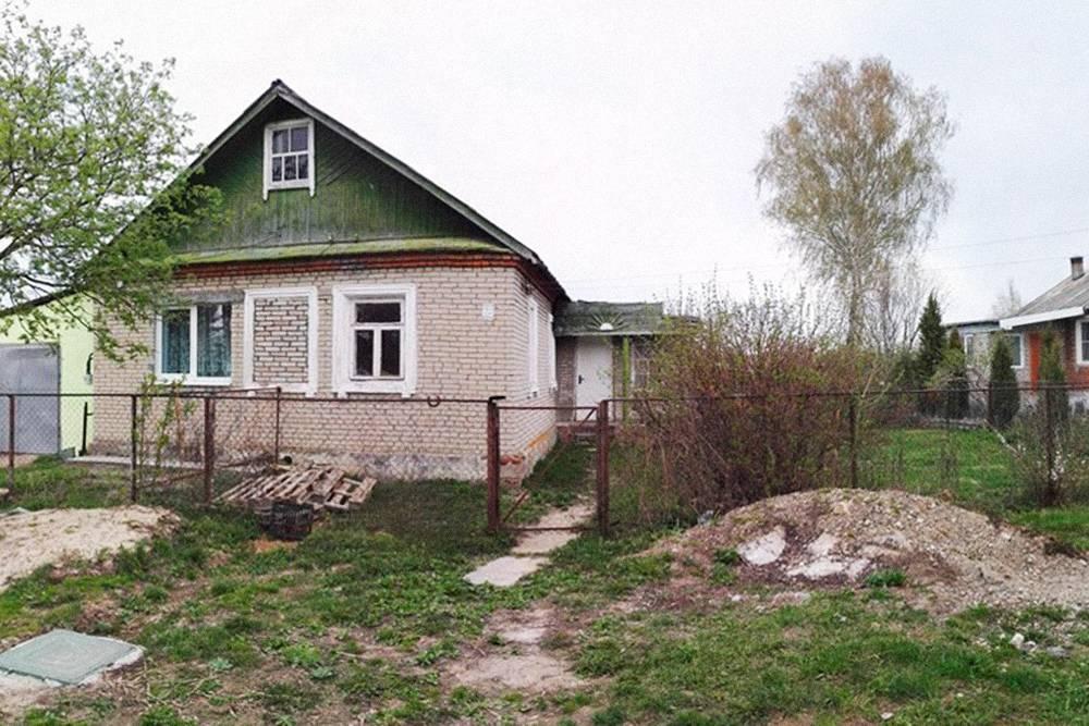 Кирпичный домик «в хорошем состоянии» с сельским магазином напротив