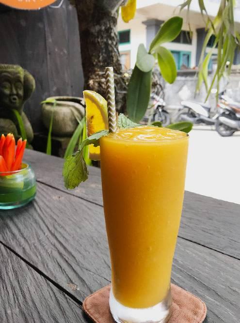 Свежевыжатый сок из манго