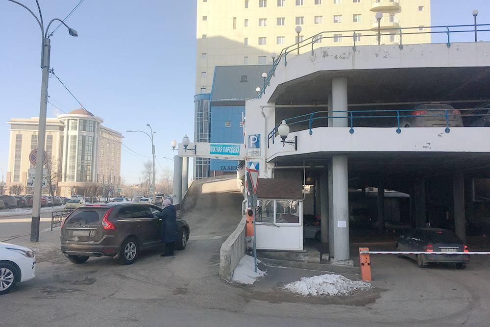 Платные парковки неотвечают засохранность имущества — вотличие отстоянок
