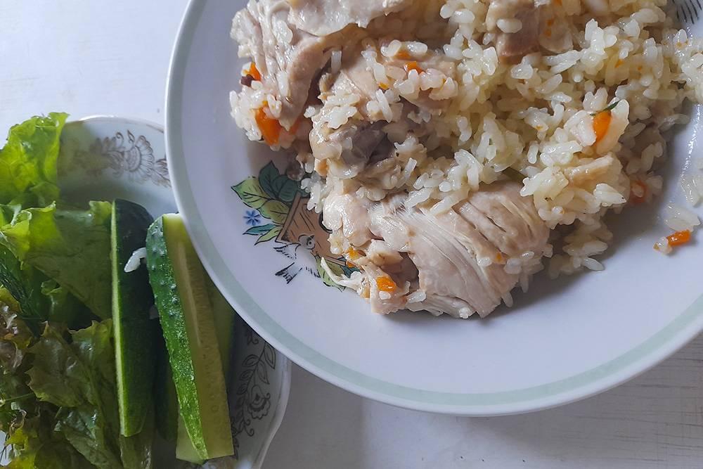 Скорее рисовая каша с мясом, чем плов, но вкусно