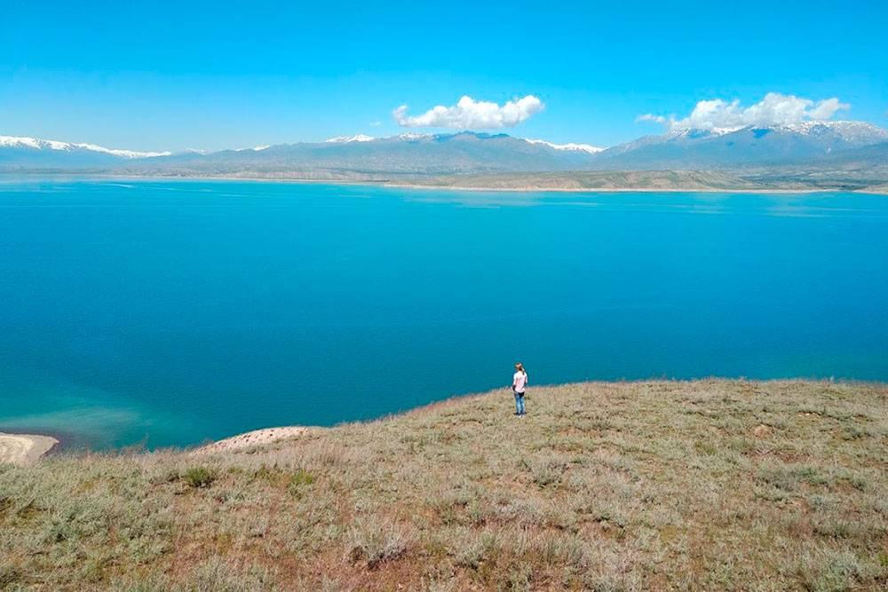 Вид на Токтогульское водохранилище