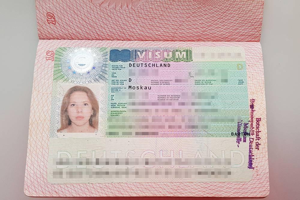 Студенческая виза сначала выдается на 3 месяца. По приезде оформляется пластиковая карточка — временный вид на жительство