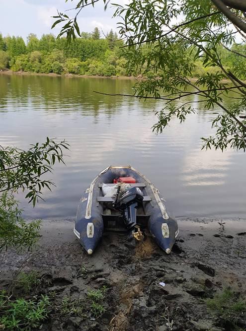Для рыбалки пригодится лодка с мотором. Аренда лодки на заимке стоит от 500<span class=ruble>Р</span>