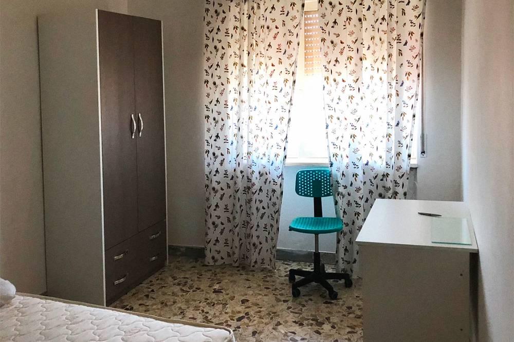 Моя комната в доме возле академии, я плачу за нее 300€ в месяц