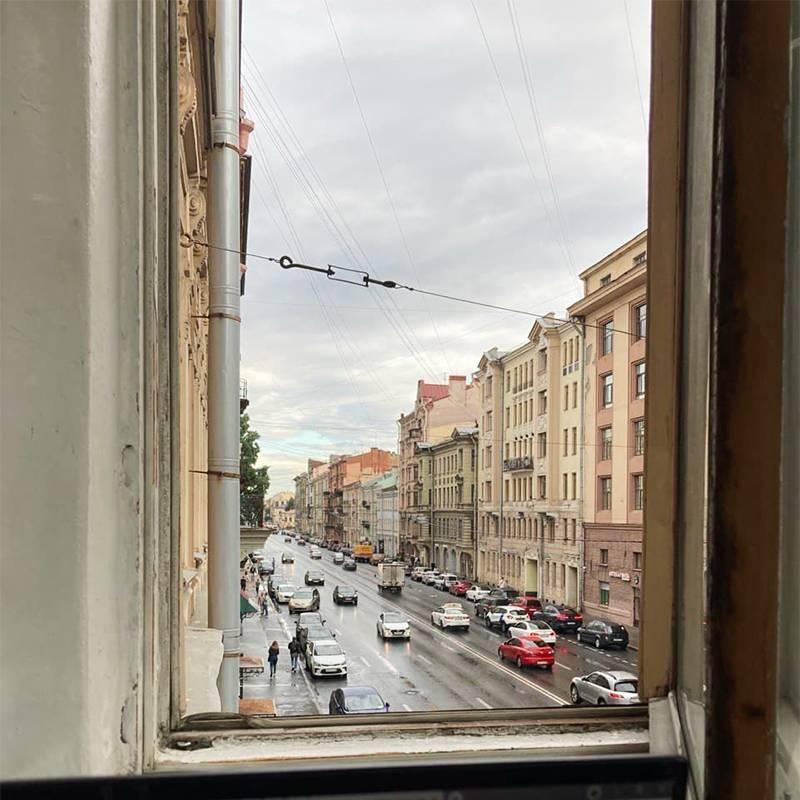 Забавный факт: мой первый дом на Васильевском виден из окна нынешнего