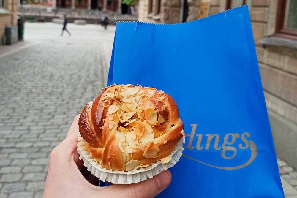 Вкусная булочка из пекарни Landings Konditori, основанной в 1887&nbsp;году, купила ее за 25 kr (218<span class=ruble>Р</span>)