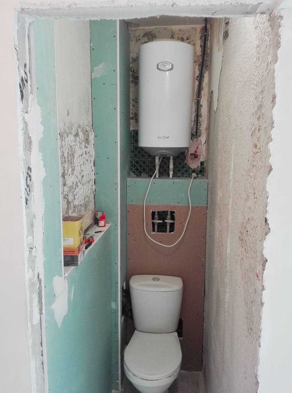 В туалете мне сделали полочку из гипсокартона. На этом фото она высоко, позже ее сделали пониже