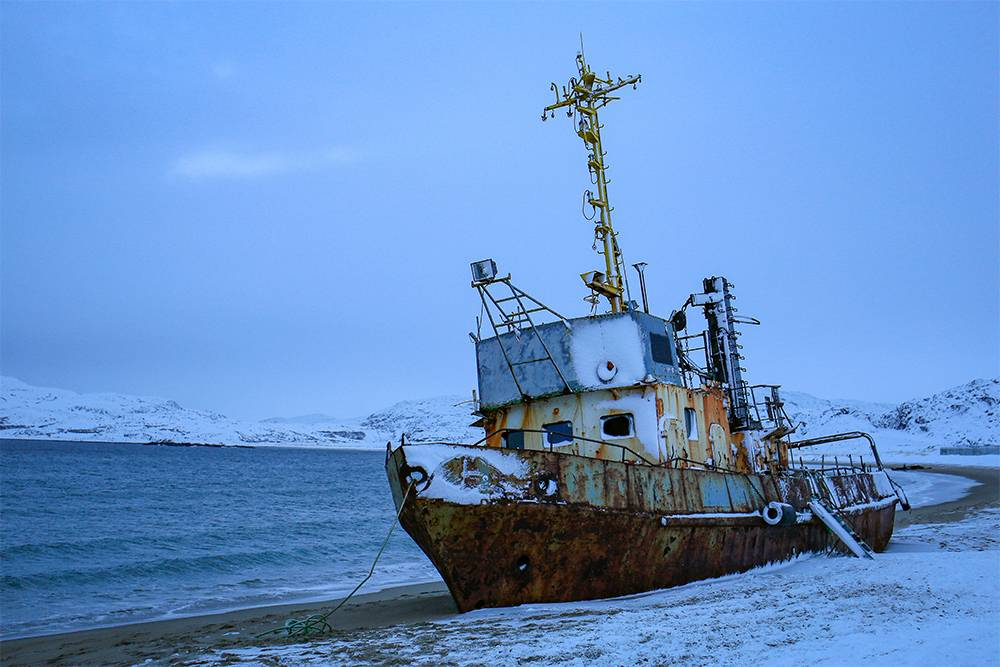 Старый корабль на песчаном пляже мне понравился больше остовов на кладбище