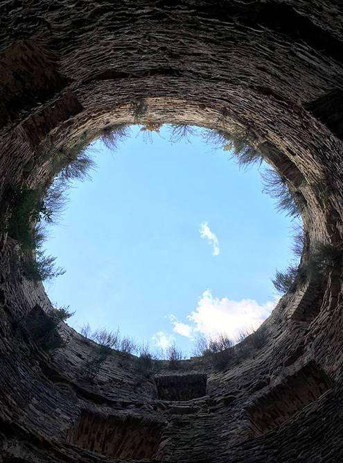 Внутри одной из башен крепости