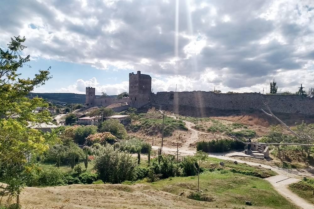 На посещение крепости лучше закладывать не меньше часа: все объекты удалены друг от друга