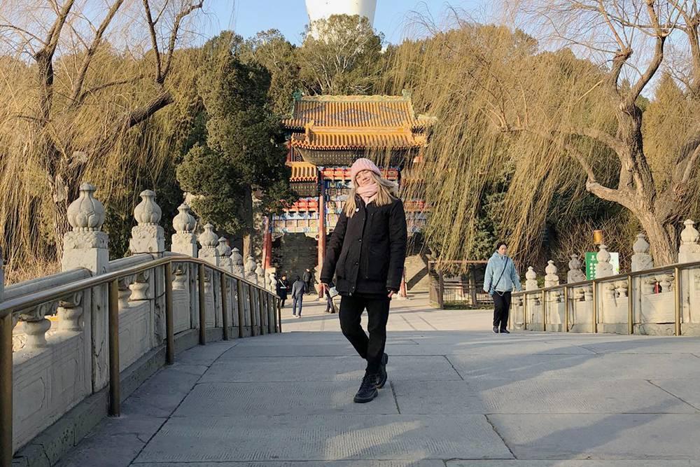Парк Бэйхай. Сзади — белая 40-метровая ступа Бай Та