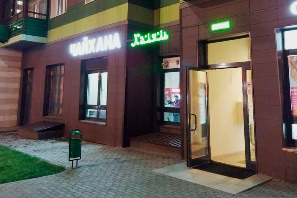 В Путилкове много небольших кафе на первых этажах новостроек, но ябы не повел сюда девушку на свидание