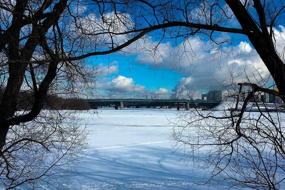 Учитывая, какая была зима, я не рискнулбы выходить на лед. Но рыбаков это не останавливает