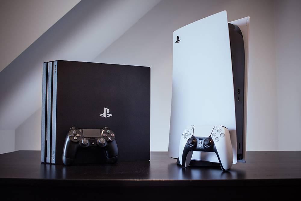 PlayStation 4 и 5. Источник: Mohsen Vaziri / Shutterstock