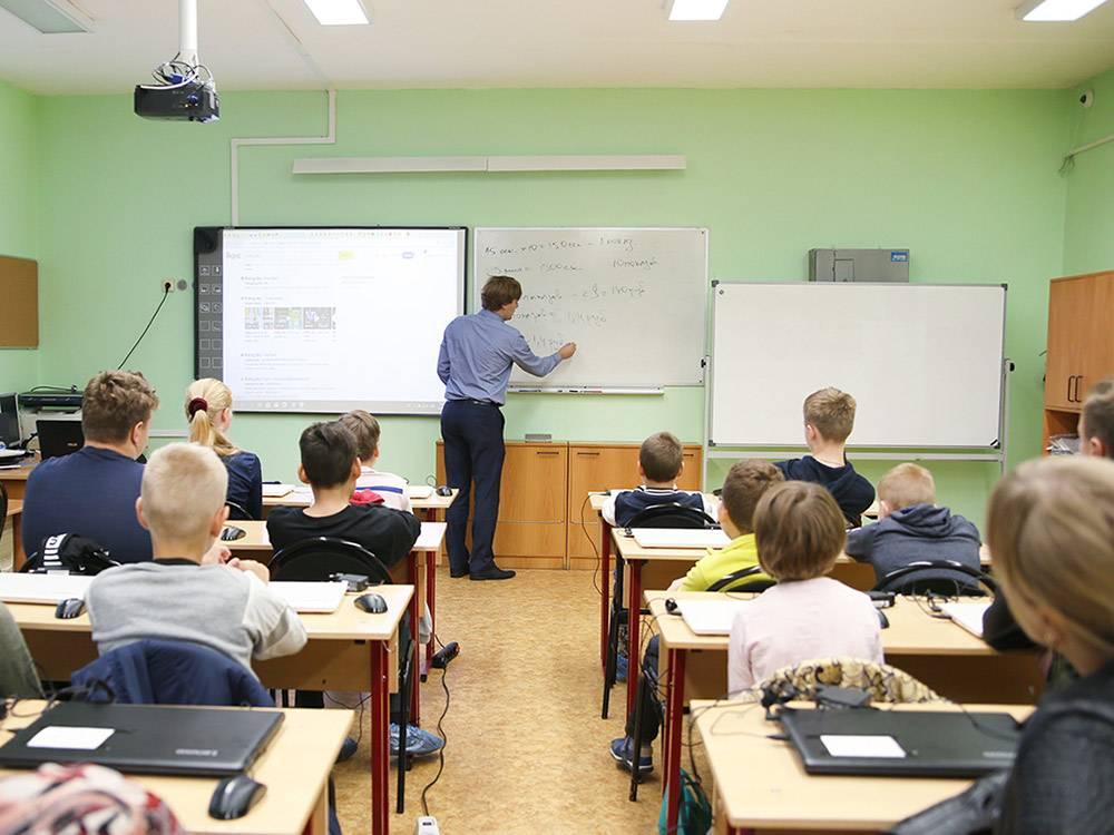 Олег показывает, сколько получают издатели игры «Роллинг скай» за видеорекламу