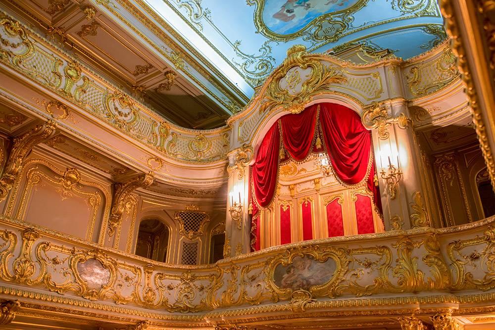 В домашний театр Юсуповского дворца стоит попасть хотя бы ради интерьера. Источник:PukhovK/Shutterstock