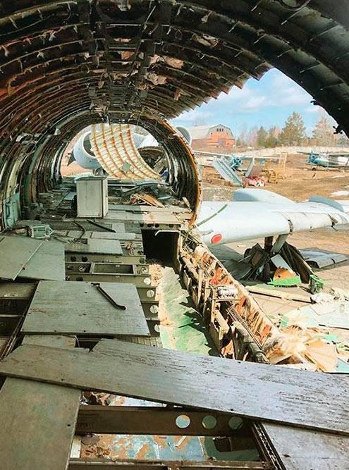 Списанный Ту-154 в Ростовском авиаремонтном заводе