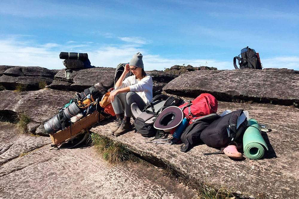 Через час после старта мыпоняли, вочто ввязались: +30°C, питьевая вода ограничена, 5часов пешком через холмы срюкзаком 12кг
