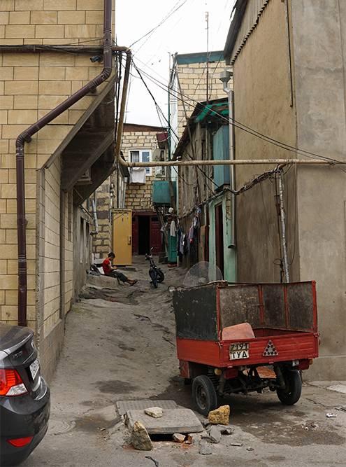 Дороги оставляют желать лучшего, поэтому лучше передвигаться по старому городу пешком и в удобной обуви. Источник: Ульяна Грушина