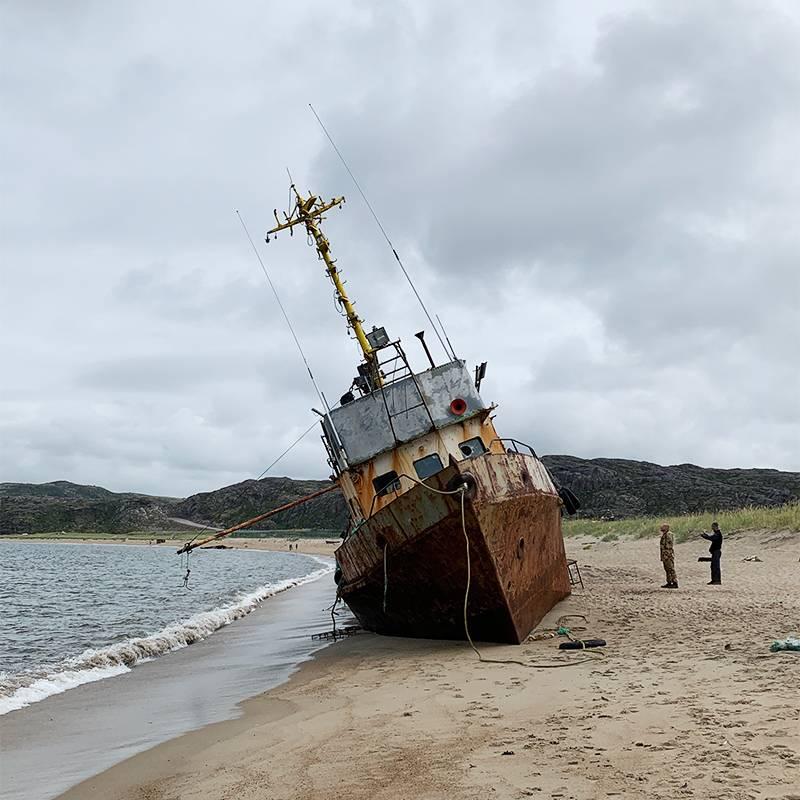 Выброшенный на берег корабль