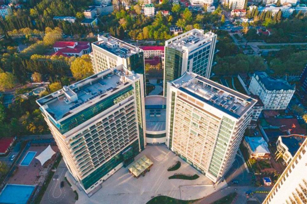 Российский олимпийский университет находится в центре Сочи, в таком же здании, что и четырехзвездочный отель «Меркюр»