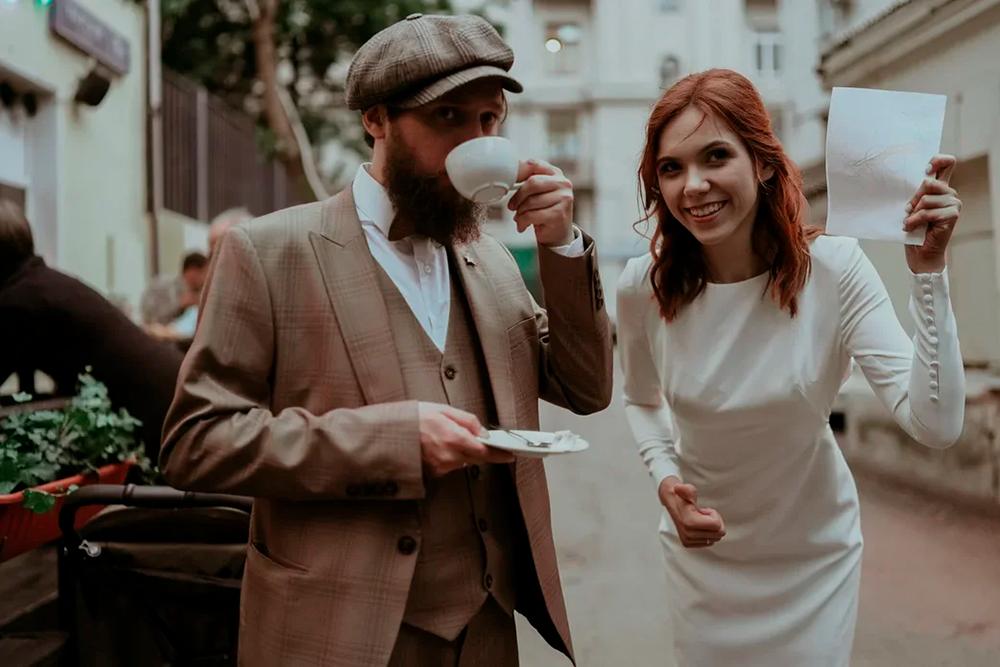 Это мы радуемся свадьбе без кредитов. Все благодаря Т—Ж!