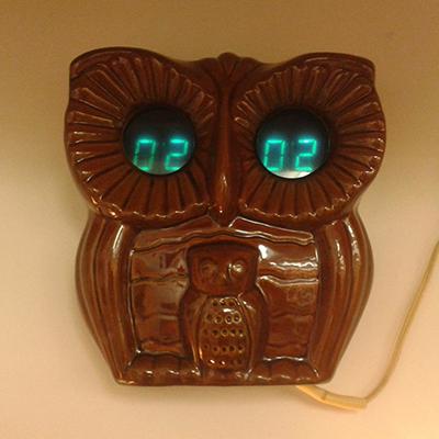 Вот такую «Сову» со встроенным будильником можно найти за 5000 рублей
