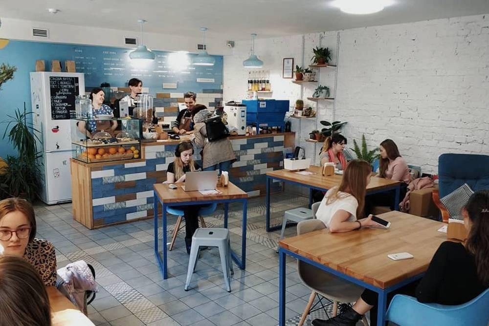Так выглядела третья кофейня в рабочем режиме, с посетителями