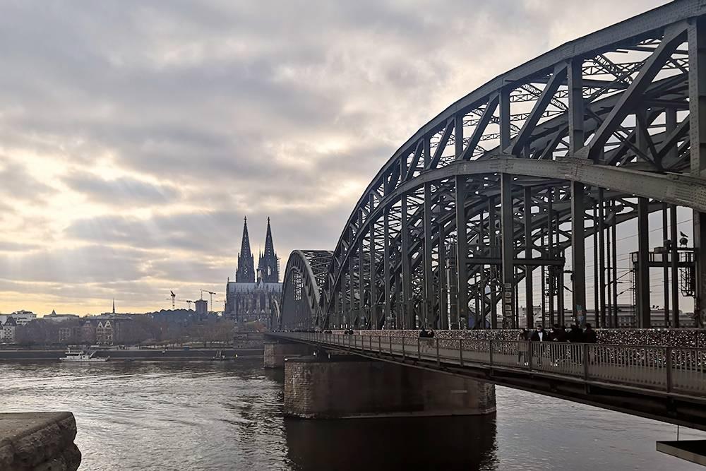 Вид с набережной на Кельнский собор и мост Гогенцоллернов