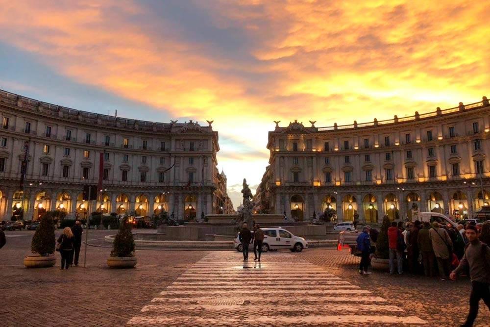 Площадь Республики на закате