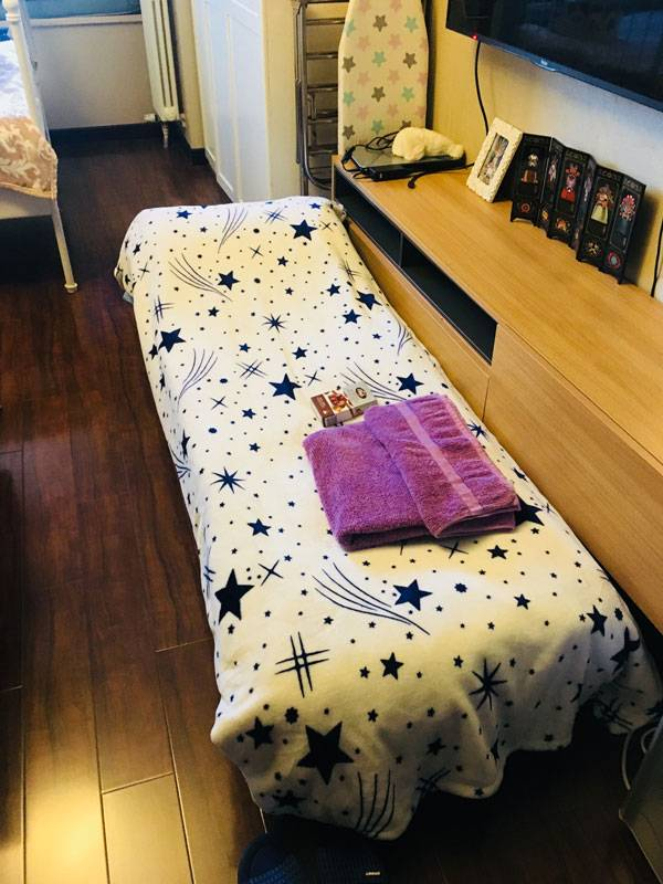 Это раскладная кровать, на которой спят мои гости