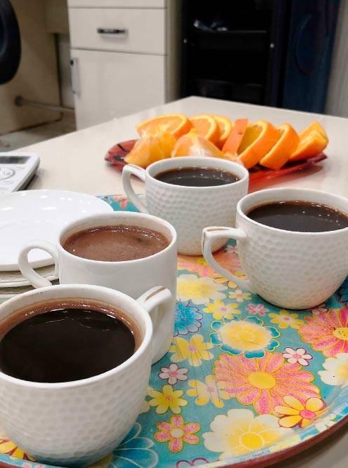 В салоне красоты меня всегда угощают кофе и фруктами