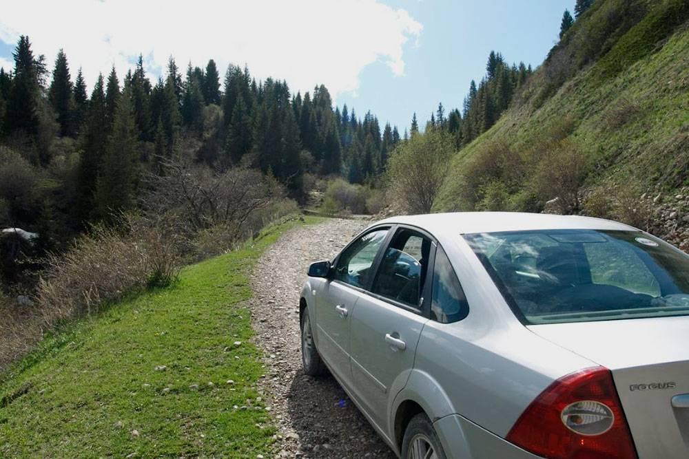 Навигатор увел нас на грунтовку, хотя рядом была нормальная дорога. Пришлось возвращаться