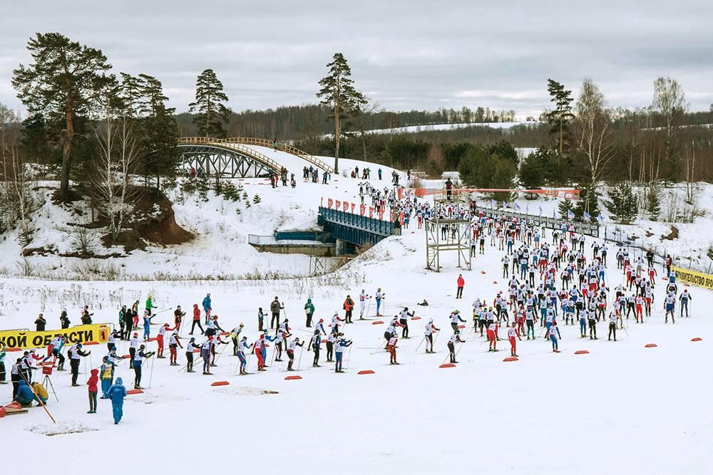 На лыжной базе «Дёмино» ежегодно проходит лыжный марафон, в котором участвуют спортсмены со всей России и других стран мира. Для болельщиков организуют автобусы из Рыбинска и походную кухню, чтобы не замерзли. Фото Алексея Никифорова