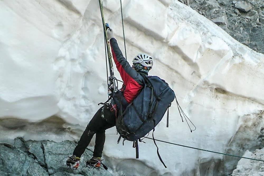 Работа на снегу и льду с применением альпинистского снаряжения в тренировочном выезде на Кавказе