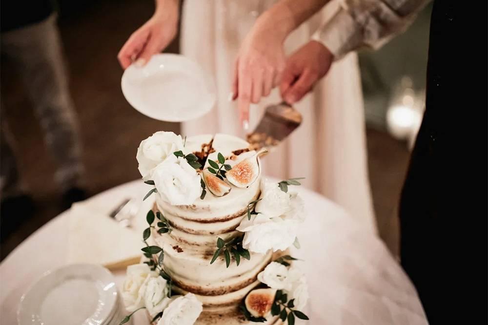 Мы остановились на простом дизайне торта, решающим фактором был вкус десерта. В итоге мы вместе с гостями до сих пор вспоминаем этот морковный шедевр