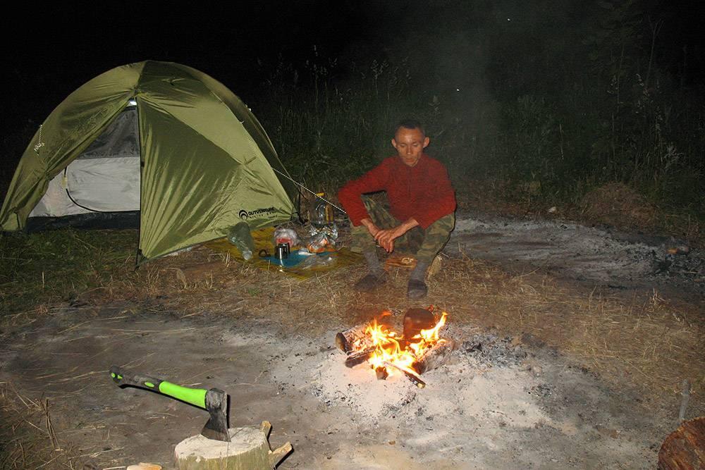 По ночам у воды бывало холодно, особенно рядом сводопадом, поэтому мы надевали флисовые толстовки итеплые носки