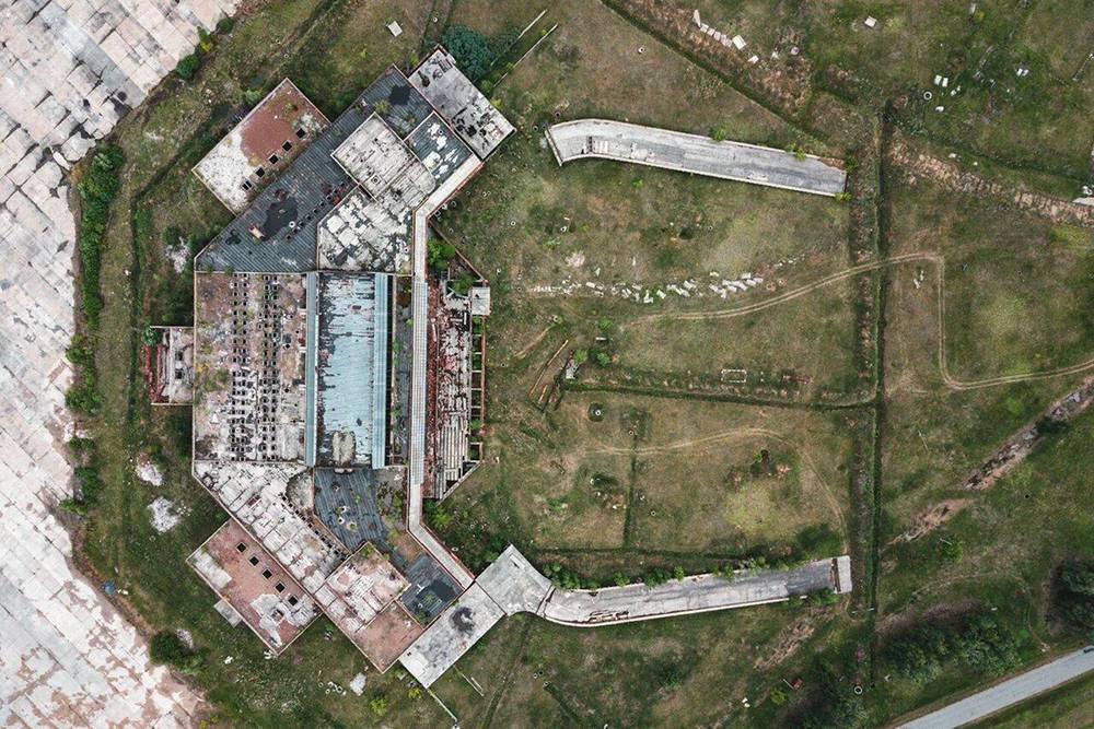Недостроенное здание аэропорта Омска