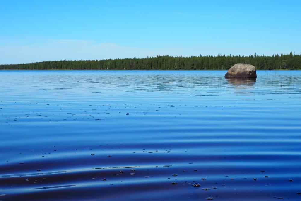 Насыщенные краски Керети. Нам повезло с погодой, и мы купались каждый день — иногда на стоянках, а иногда прыгали в воду прямо с катамаранов