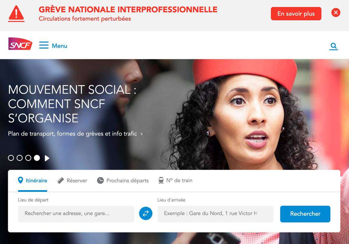 Сайт французских железных дорог. В самом верху написано красным: «Национальная забастовка профсоюзов. Сильные задержки в движении». А ниже — подробная информация о том, как компания планирует справляться с этой ситуацией. Главный посыл для пассажиров — сидите дома