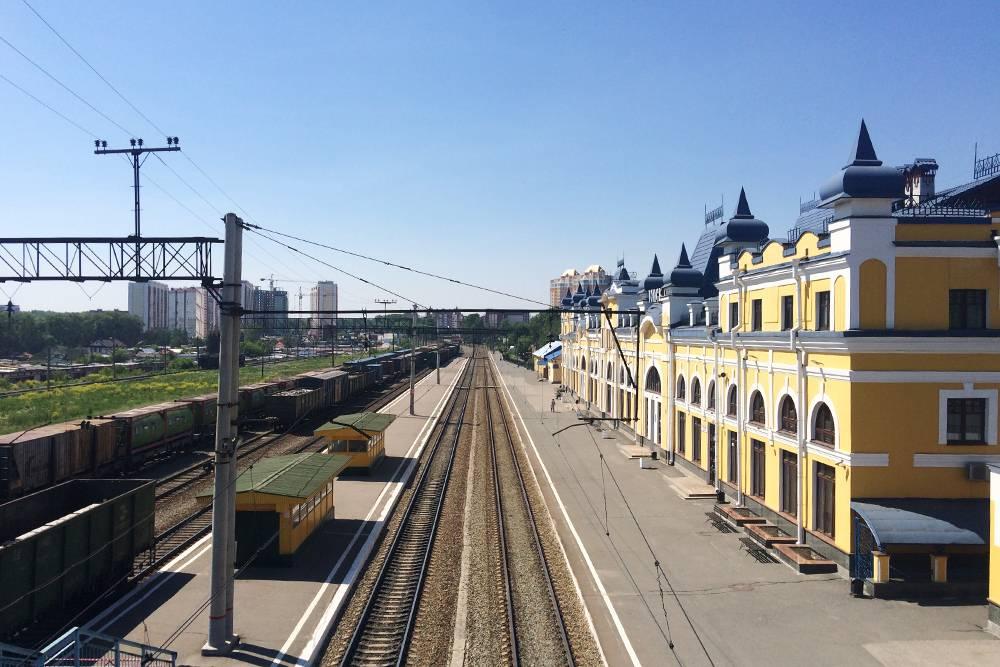 Железнодорожная ветка в Томск — тупиковая. Поэтому главный железнодорожный вокзал Томск-1 не очень большой