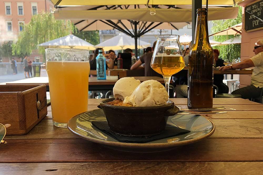 Крафтовый радлер и крафтовое пиво в баре Pop's Place в Любляне