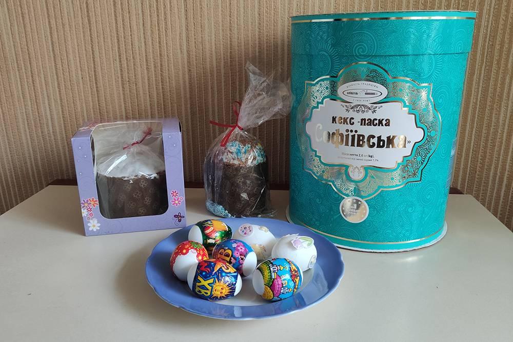Освященные продукты. Яйца украшали жена с дочерью